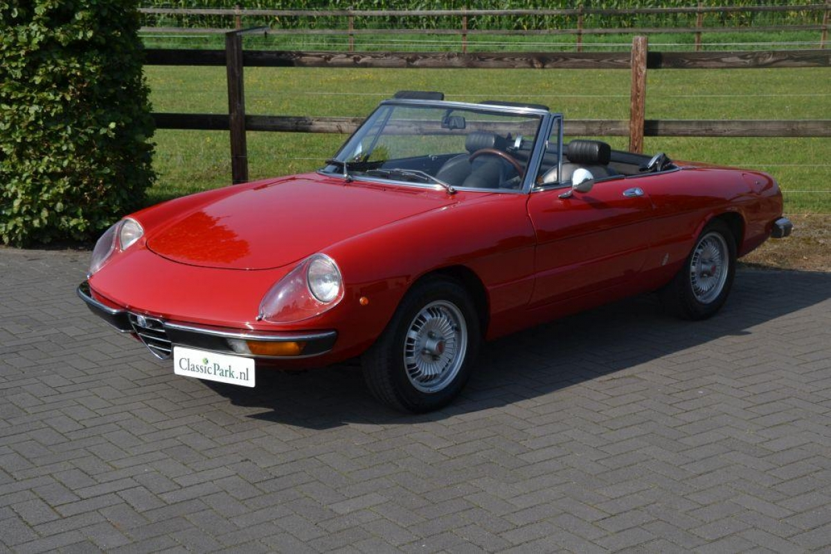 classic park cars alfa romeo 2000 spider veloce. Black Bedroom Furniture Sets. Home Design Ideas