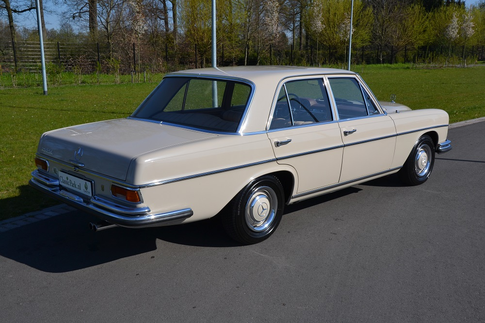 Classic park cars mercedes benz 250 se for Mercedes benz 250 se