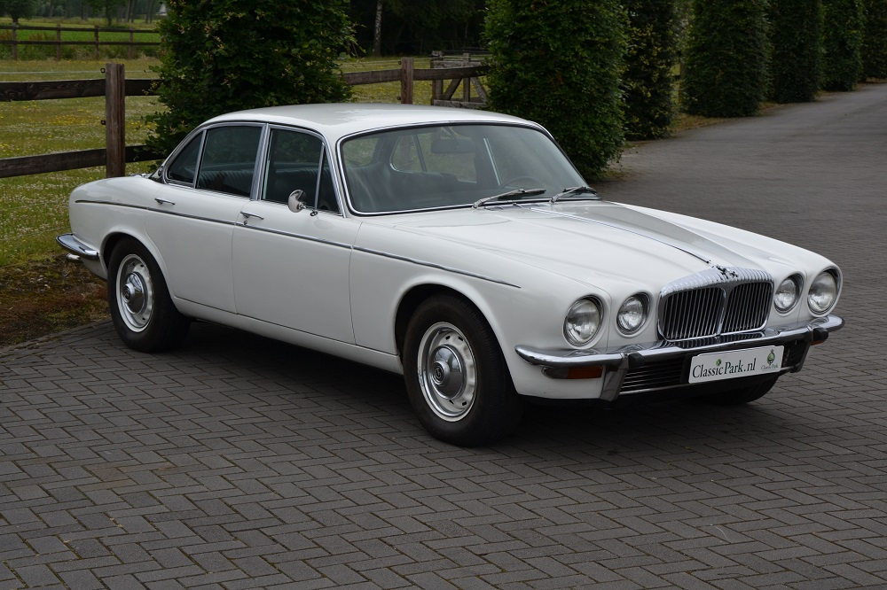 jaguar xj6 series 3 4 2. Black Bedroom Furniture Sets. Home Design Ideas