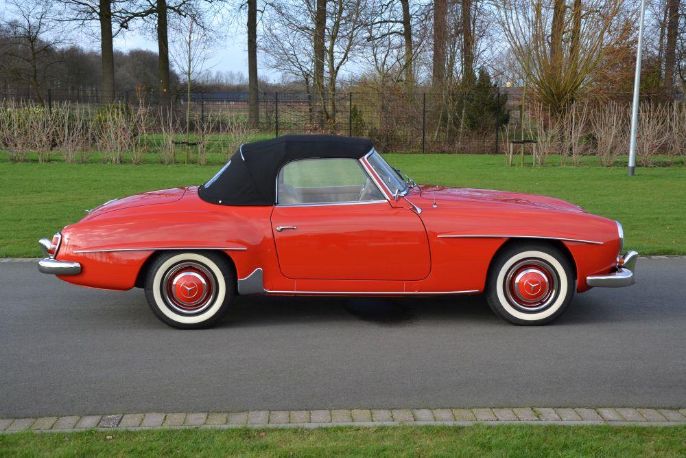 Classic park cars mercedes benz 190 sl for Orange park mercedes benz